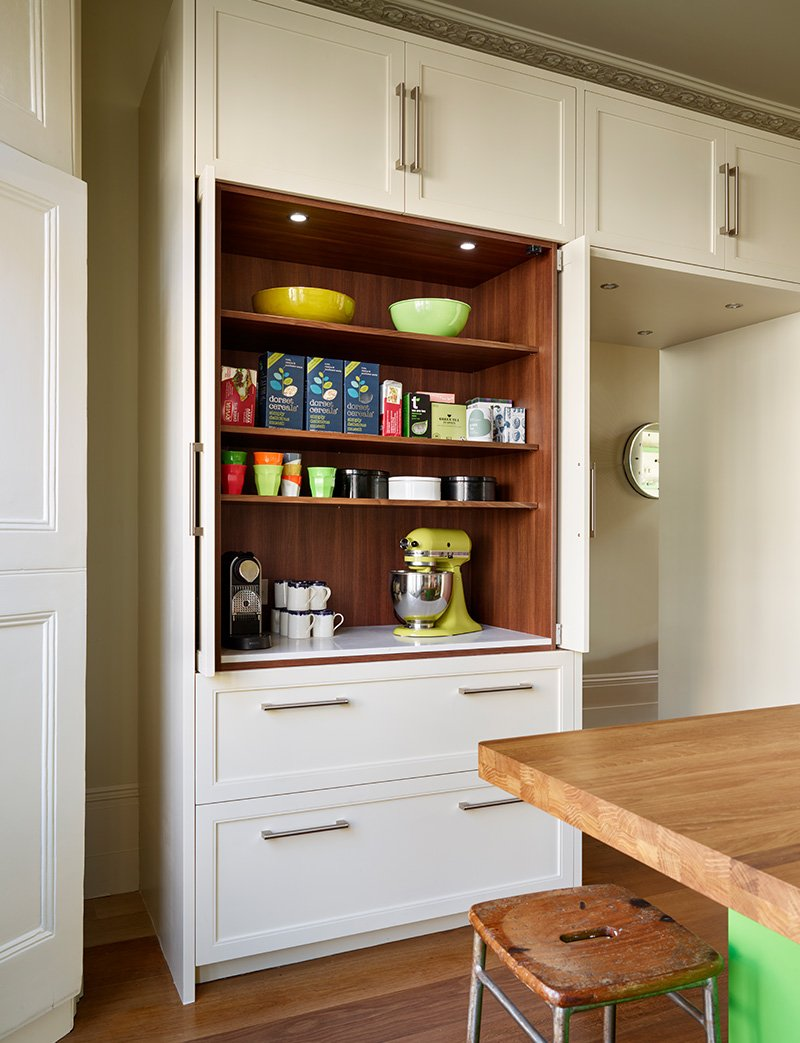 storage for cups and hot drinks
