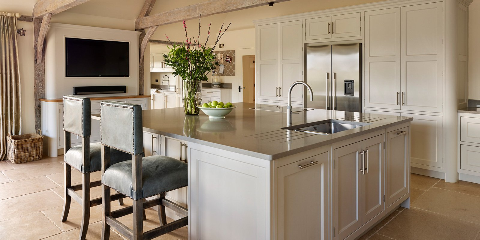 large barn kitchen with island
